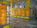Витрины торговые из стекла и алюминиевого профиля.